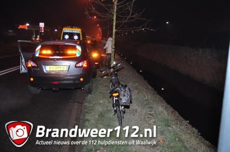 Vrouw belandt met fiets en al in de sloot aan het Halve Zolenpad Waalwijk
