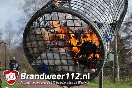 Werp prullenbak in brand aan de Bloemendaalweg Waalwijk