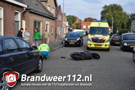 Scooterrijder gewond aan gezicht bij botsing in Waalwijk