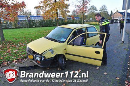Politie vindt zwaar beschadigde auto aan de Prof. Nolenslaan Waalwijk