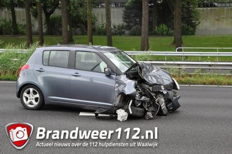 Gewonde bij botsing tussen twee auto's op A59 bij Waalwijk