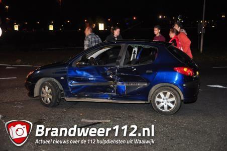 Auto en bestelbusje botsen tegen elkaar op aan de Kloosterheulweg Waalwijk