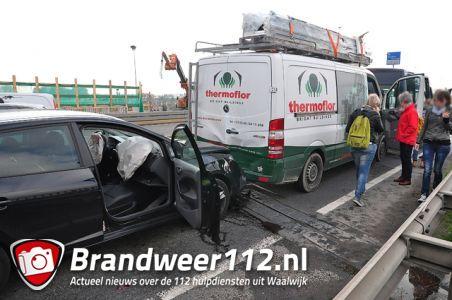 Aanrijding tussen 4 auto's op de Midden-Brabantweg Waalwijk
