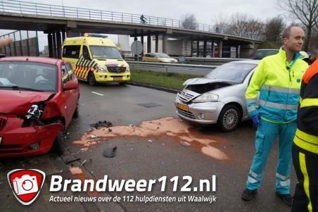 Gewonde bij botsing tussen twee auto's in Waalwijk