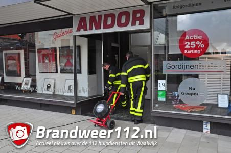 Brandlucht in winkel aan de Wilhelminastraat Waalwijk