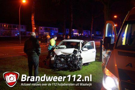 Auto's botsen frontaal aan de Blyde Incomstelaan Waalwijk