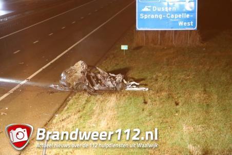 Dode in brandende auto na ongeluk op A59 Waalwijk/Sprang-Capelle