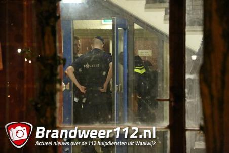 Politie valt oude basisschool Besoyen binnen aan de Burg. Verwielstraat Waalwijk