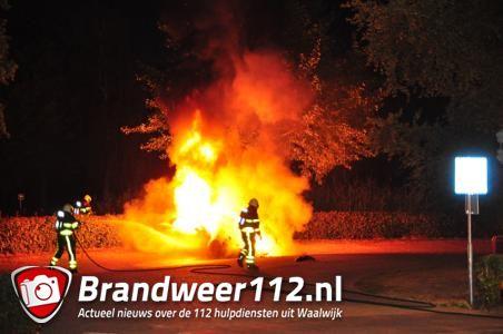 Witte Tesla Model S gaat in vlammen op in Waalwijk