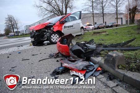 Twee auto's botsen op kruising Industrieweg Waalwijk