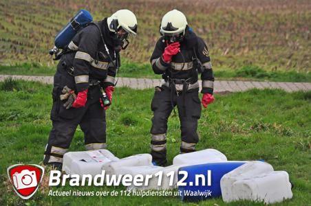 Vaten met vermoedelijk drugsafval gevonden aan de Schutskooiweg Waalwijk
