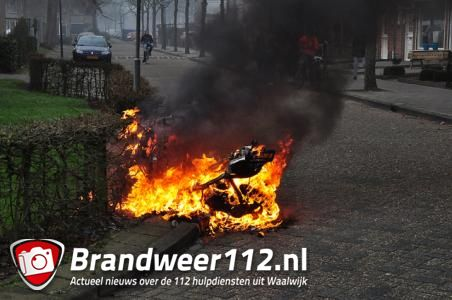 Scooter in brand gestoken aan de Wijnruitstraat Waalwijk