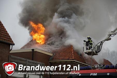 Honden en vogeltje gered uit brandend huis in Waalwijk