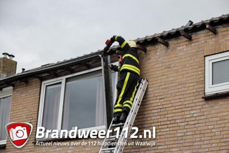Topdrukte bij de Brabantse brandweer, goot dreigt door ramen te waaien