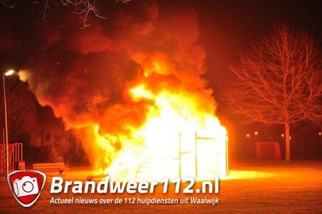 Speeltoestel in brand in Waalwijk