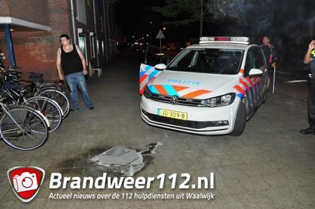 Asbak in brand bij ingang flat in Waalwijk