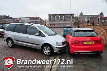 Foutje bedankt: Winkelend publiek ziet auto rijden zonder bestuurder over parkeerplaats in Waalwijk
