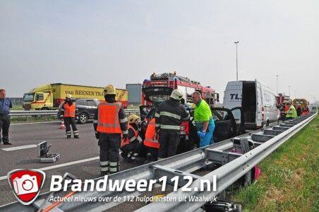 Vrouw bekneld na botsing op de A59 (Maasroute) Waalwijk