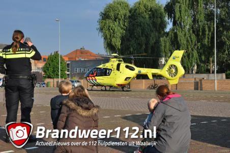 Traumahelikopter landt op het Unnaplein in Waalwijk