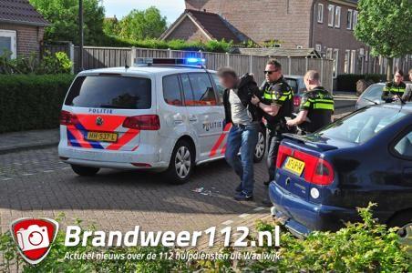 Man zwaait op straat met mes in Waalwijk, politie slaat man in de boeien