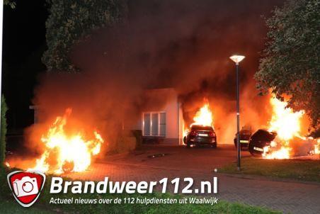 Drie auto's gaan in vlammen op aan de Jan van Goyenstraat Waalwijk