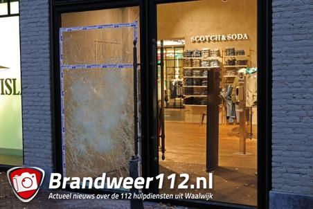 Poging inbraak bij modewinkel Van Dijk aan de Stationsstraat Waalwijk