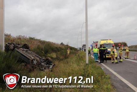 Auto op zijn kop aan de Midden-Brabantweg Waalwijk