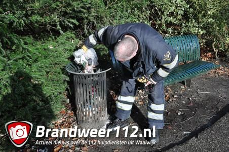 Klein prullenbakje in brand aan de Burg. Moonenlaan Waalwijk