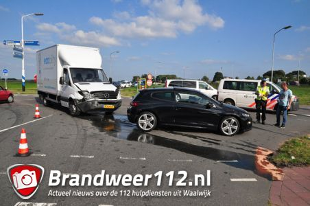 Baby van 3 maanden oud en ouders komen met de schrik vrij na aanrijding aan de Kloosterheulweg Waalwijk