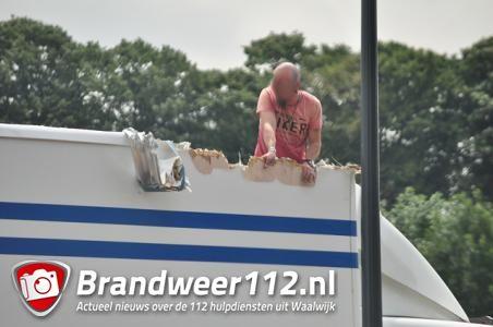 Vrachtwagenchauffeur  ramt brug aan de Hertog Janstraat Waalwijk