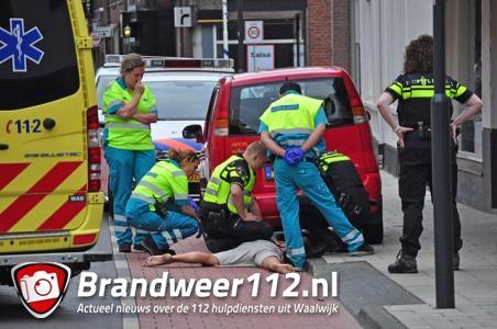 Agent moet óp verwarde man gaan zitten in Waalwijk