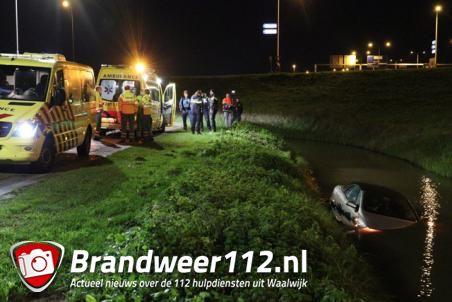 Bestuurder rijdt met auto de sloot in aan de Keurweg Waalwijk
