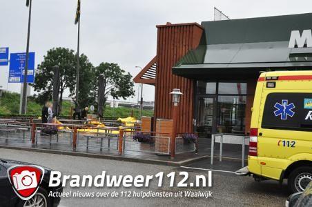 Man komt ten val bij werkzaamheden McDonald's aan de Van Andelstraat Waalwijk