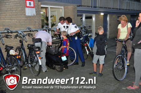 Man vindt per toeval zijn gestolen snorscooter terug aan het Distelplein Waalwijk
