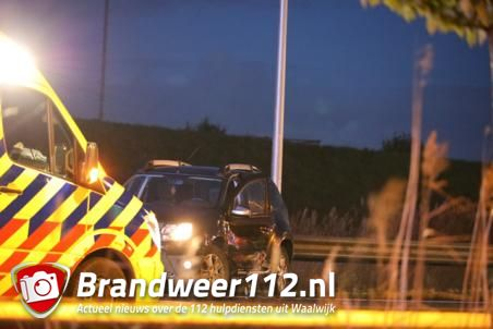 Aanrijding Midden-Brabantweg, een bestuurder raakt gewond