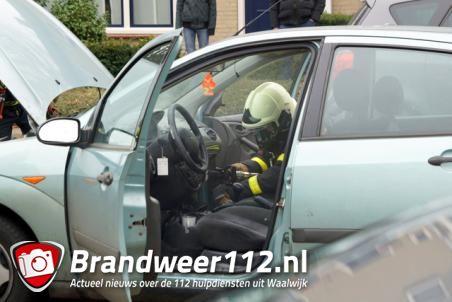Autobrand aan de Alexander Voormolenstraat Waalwijk