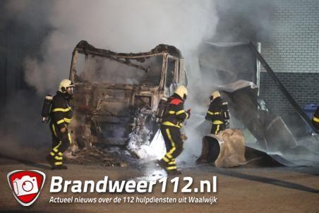 Niets meer over van vrachtwagen na brand in Waalwijk