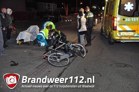 Fietser en scooterrijder gewond bij frontale aanrijding in Waalwijk
