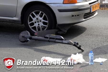 Man op elektrische step botst tegen auto aan de Keurweg Waalwijk