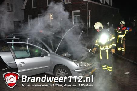 Motor van auto in brand Waalwijk