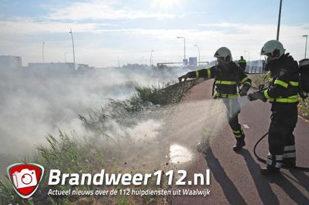 Bermbrand geeft rookoverlast op Midden-Brabantweg Waalwijk