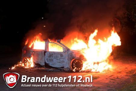 Autobrand aan de Bloemendaalweg Waalwijk