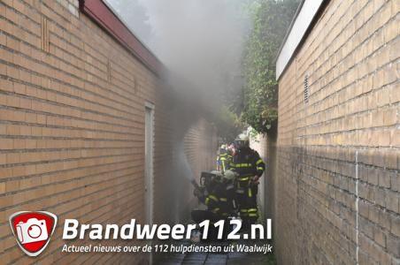 Dikke rookwolken bij schuurbrand in Waalwijk