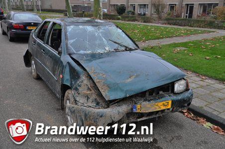 Zwaar beschadigde auto aangetroffen aan de Beethovenlaan Waalwijk