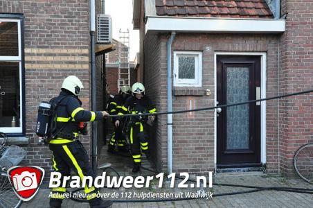 Tuinset in brand op dakterras aan de Sint Crispijnstraat Waalwijk