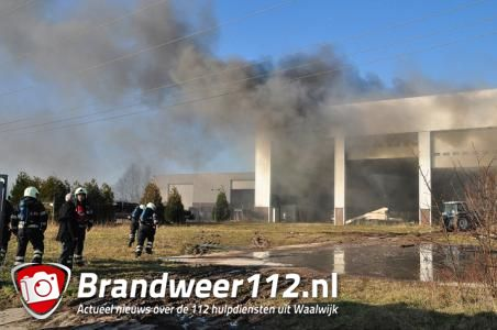 Groot jacht in brand aan de Duikerweg Waalwijk