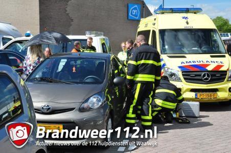 Moeder sluit per ongeluk eigen kind op in auto in Waalwijk