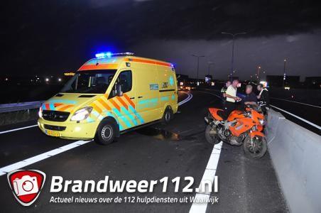 Motorrijder gaat hard onderuit door harde wind op de A59 (Maasroute) Waalwijk
