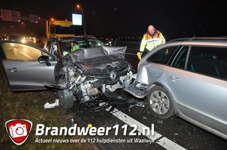 Flinke ravage op Midden-Brabantweg bij Waalwijk door botsing met meerdere auto's