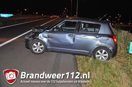 Auto vliegt uit de bocht op de A59 (Maasroute) Waalwijk